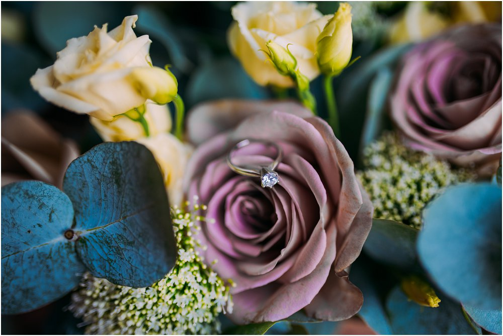 Logis Puygaty ring and flowers photo