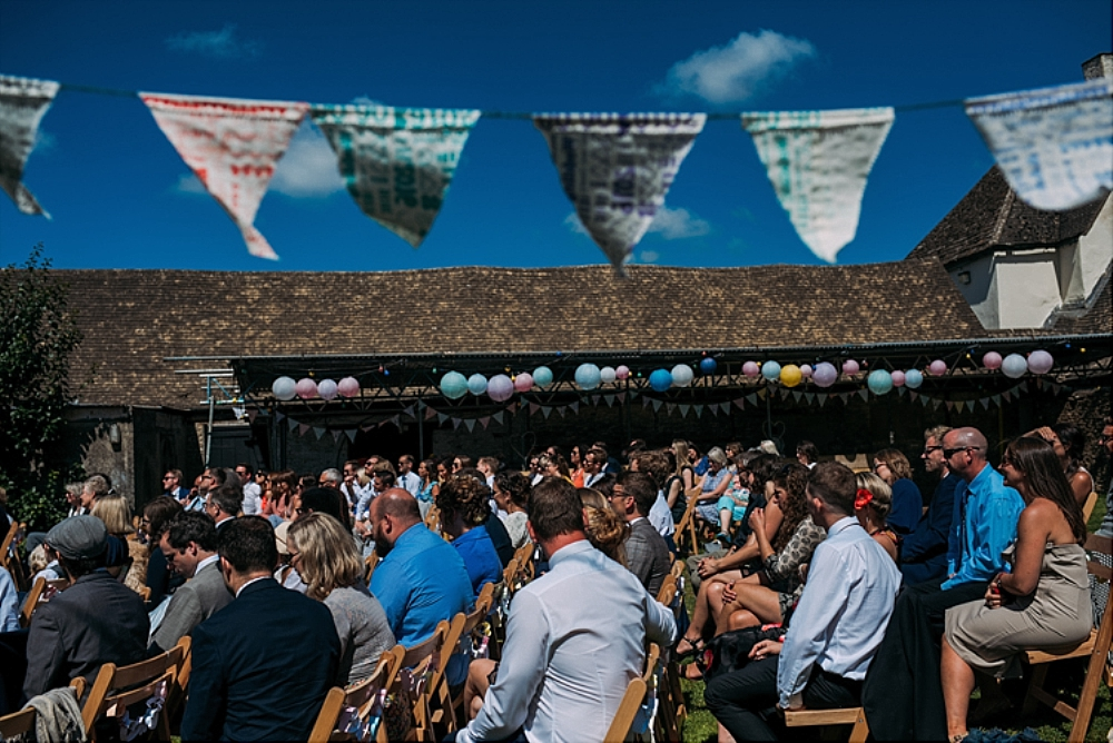 tetbury-wedding-photographer-holford-arms-bunting
