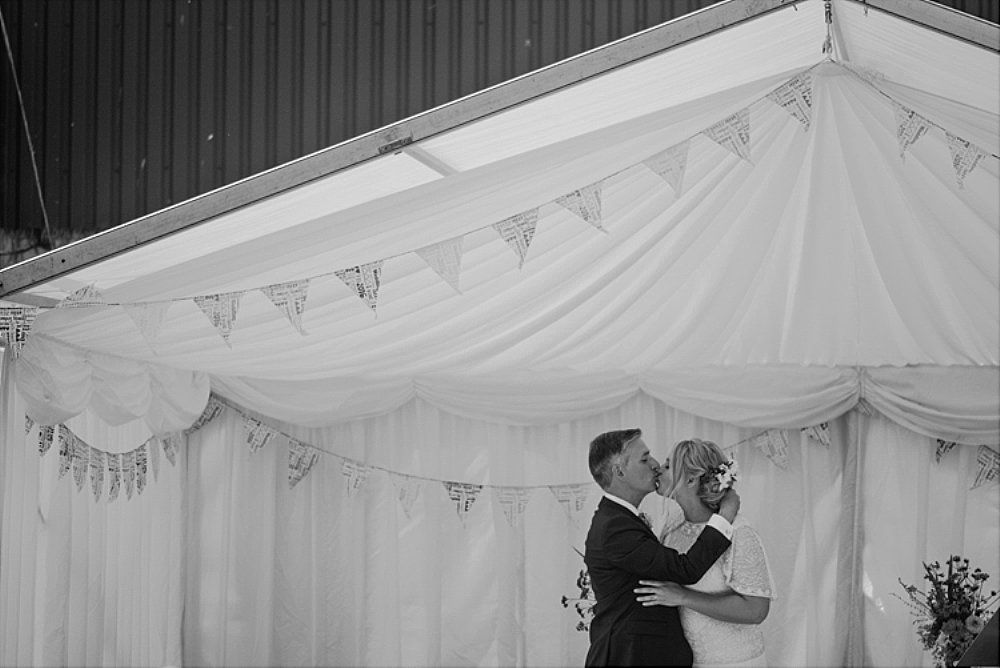 tetbury-wedding-photographer-holford-arms-first-kiss
