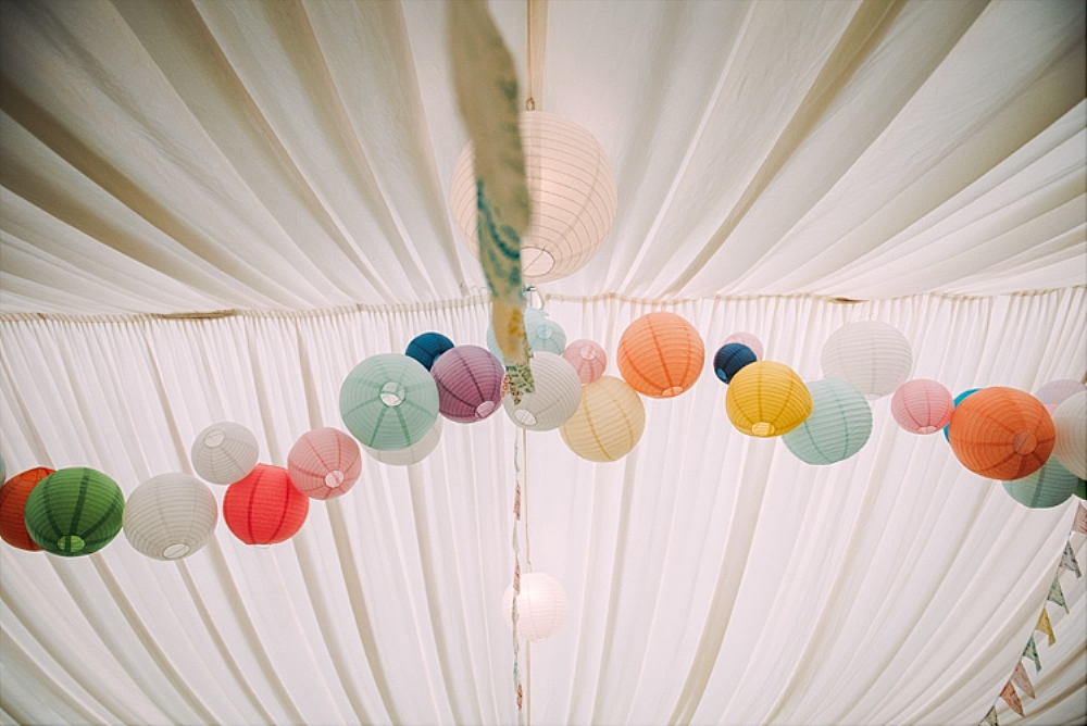 tetbury-wedding-photographer-holford-arms-festival-lanterns