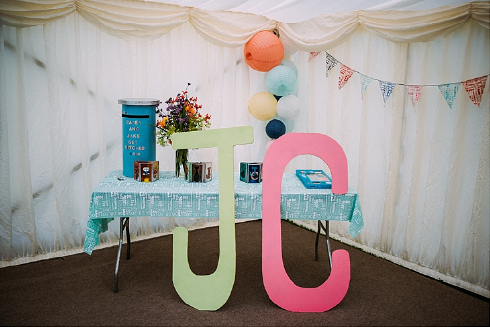 tetbury-wedding-photographer-holford-arms-decor