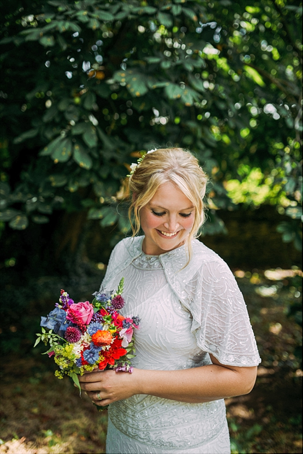 tetbury-wedding-photographer-holford-arms-bride-with-bouquet