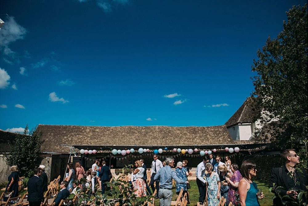 tetbury-wedding-photographer-holford-arms-pub-alfresco-ceremony