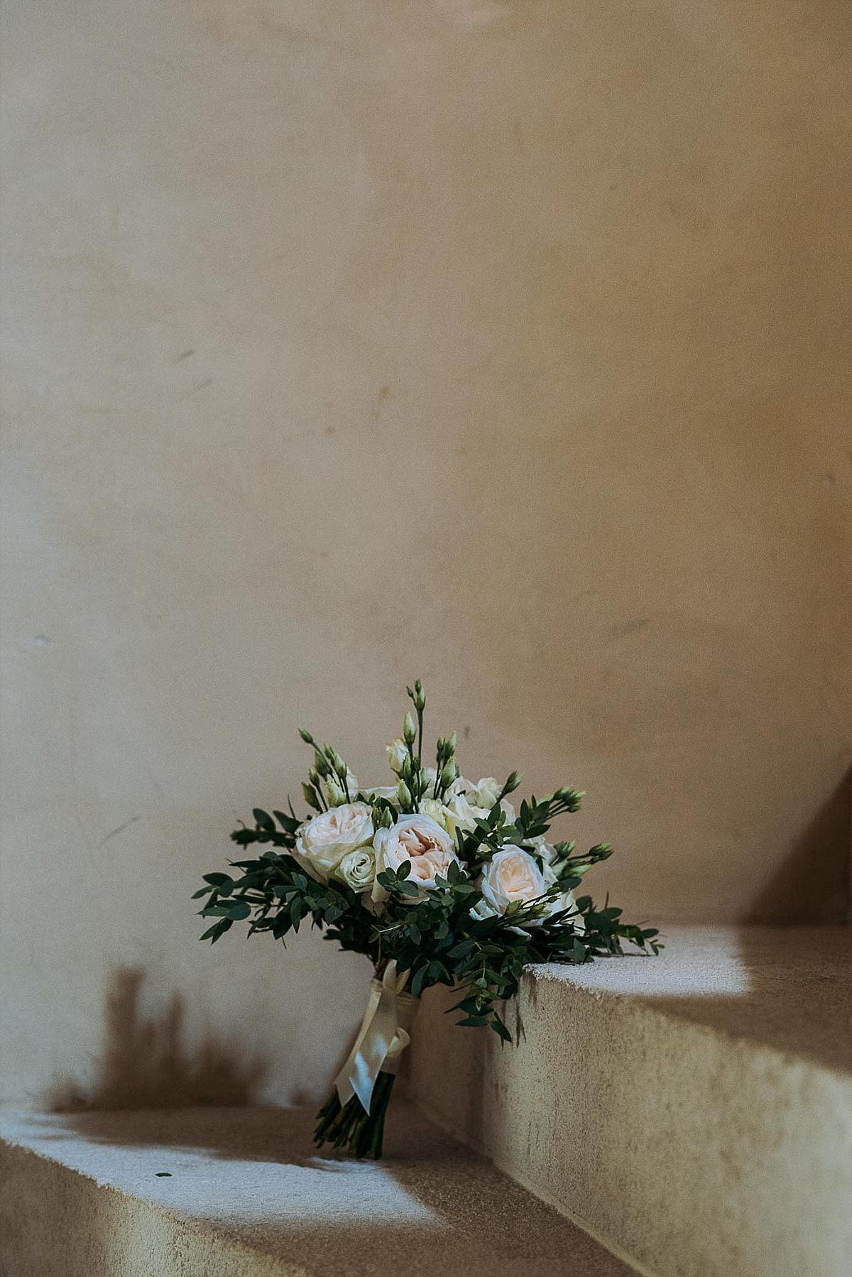 Married in France Château de Vieux Mareuil bouquet