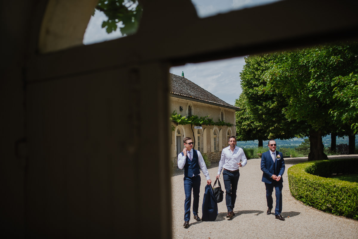 Groomsmen arriving at Chateau Soulac Dordogne wedding photos
