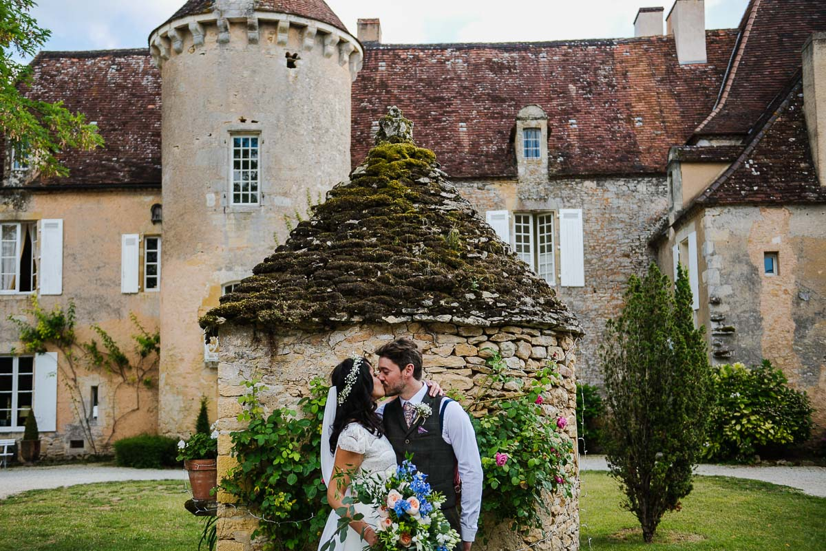 Alternative wedding photography at chateau Cazenac in France