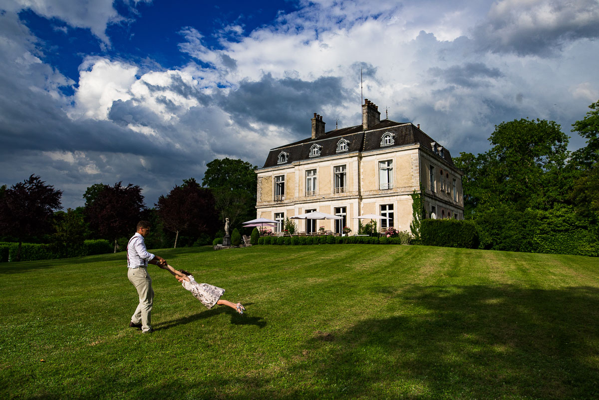 destination wedding photos Chateau la Gauterie, Saint-Paul-Lizonne, Dordogne, France