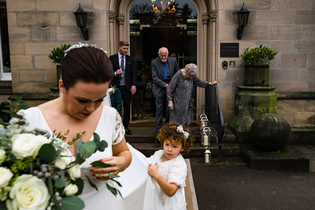 all wedding guests leave wedding location in cold weather