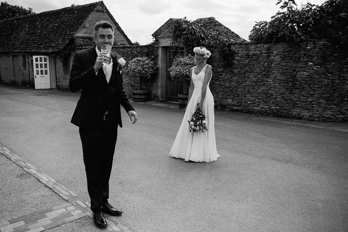 46oxleaze barn wedding photos