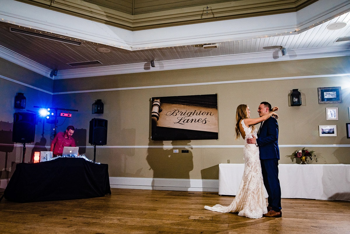 bride and groom share first dance o dance floor